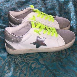 Madden girl star grey sneakers 7 NWOB